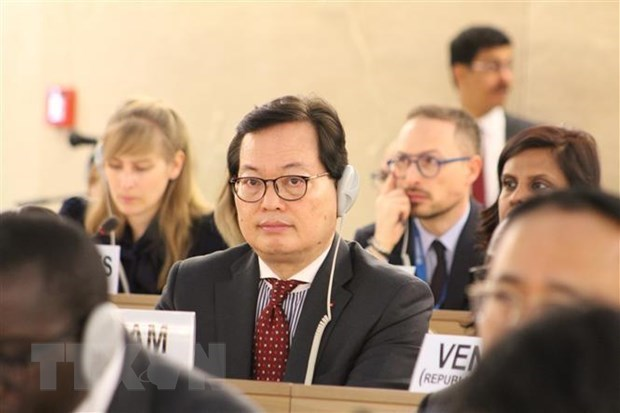 Vietnam attends Global Refugee Forum in Geneva hinh anh 1