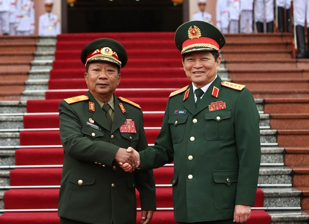 Vietnam, Laos step up defence cooperation hinh anh 1