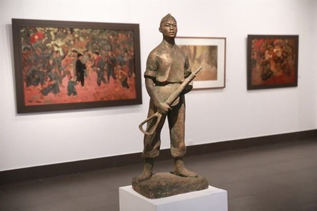 National museum hosts exhibition on army hinh anh 1
