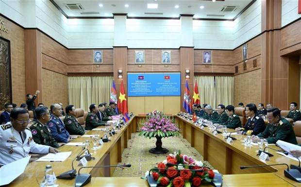 Defence Minister Ngo Xuan Lich holds talks with Cambodian counterpart hinh anh 1