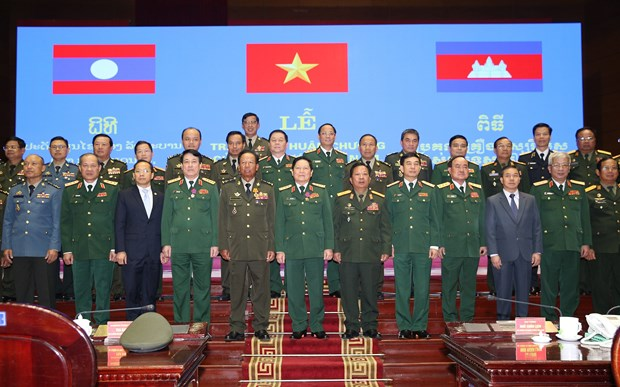 Vietnamese, Lao, Cambodian defence officials, units honoured hinh anh 1