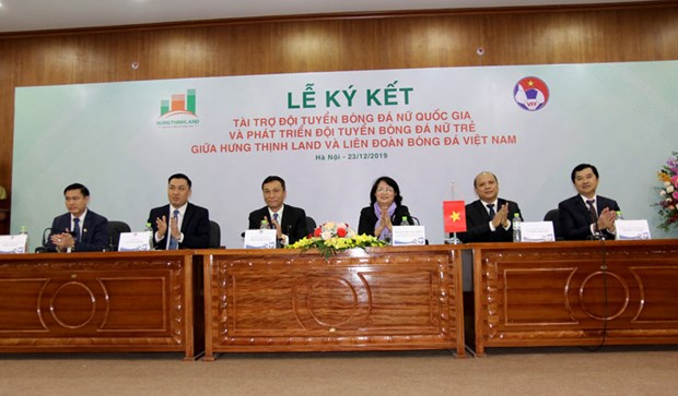 Hung Thinh Land to sponsor Vietnam's women's football for next five years hinh anh 1