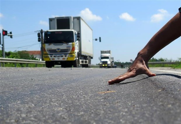 DRVN calls for better road maintenance hinh anh 1