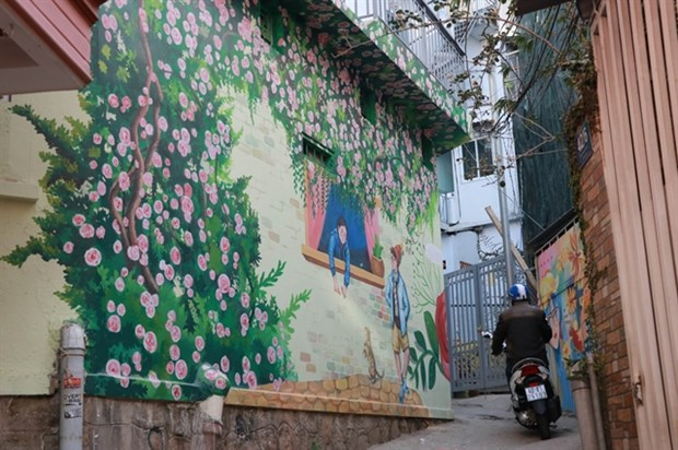Street art reveals wonderful stories of Da Lat hinh anh 1