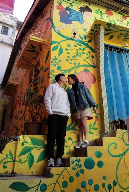 Street art reveals wonderful stories of Da Lat hinh anh 2