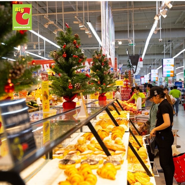 Christmas brings joy to shoppers, retailers alike hinh anh 1
