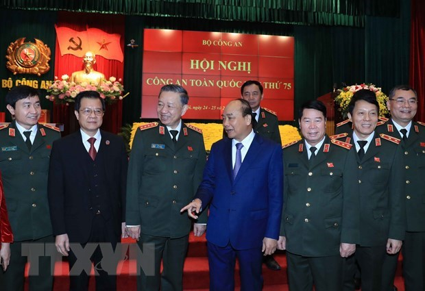 PM attends 75th national public security conference hinh anh 1