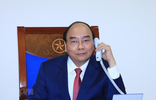 Vietnamese, Russian PMs hold phone talks hinh anh 1