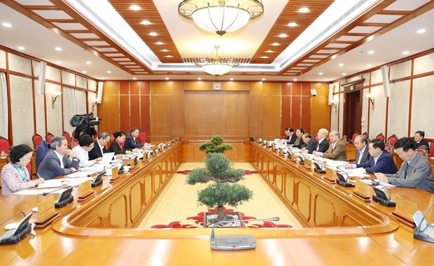 Party leader chairs Politburo's meeting hinh anh 1