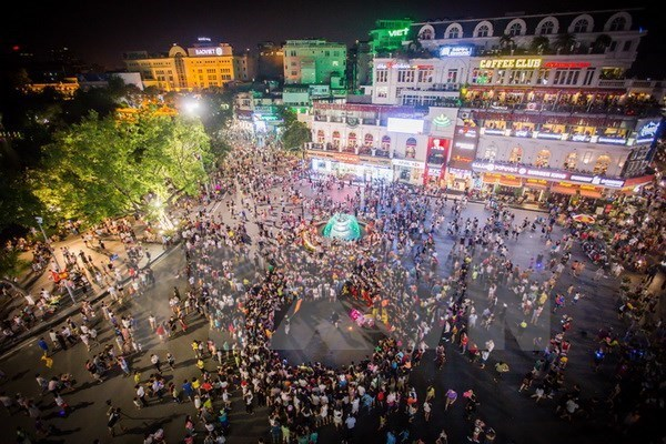 Pedestrian space around Hoan Kiem Lake to be officially operational hinh anh 1