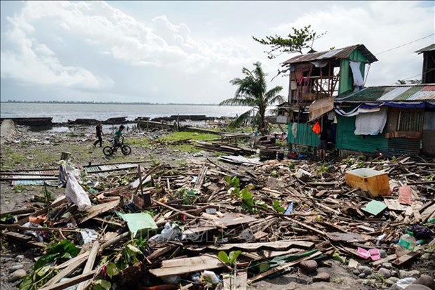 Typhoon Phanfone kills at least 16 in Philippines hinh anh 1