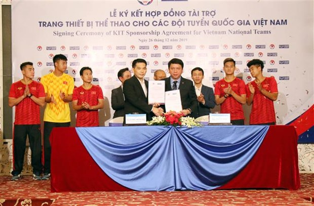 Grand Sport Group remains sponsor of national football teams hinh anh 1