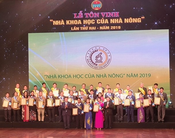 "62 honoured as ""scientists of farmers"" hinh anh 1"