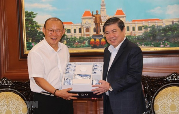 Football head coach contributes to Vietnam-RoK ties: official hinh anh 1