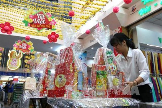 Tet gift hampers popular item at year-end hinh anh 1
