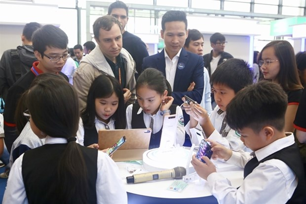 Tech industry choked by IT labour shortage hinh anh 1