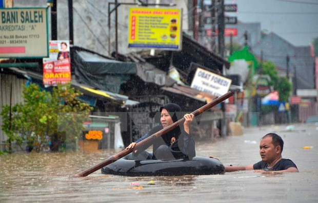 Indonesia steps up search for missing people in flash floods hinh anh 1