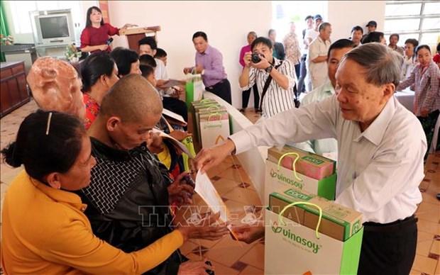 AO/dioxin victims in Soc Trang receive Tet gifts hinh anh 1