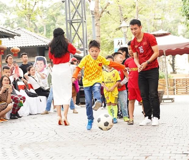 New comic book honours Vietnam football team hinh anh 1