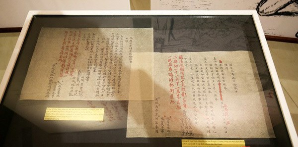 Exhibition reveals calligraphic art in kings' writings hinh anh 1