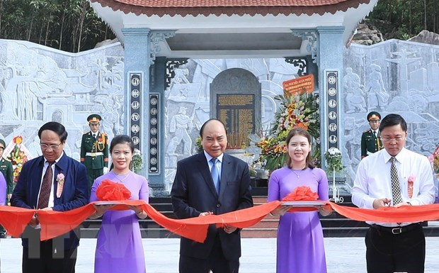PM attends inauguration of temple dedicated to martyrs in Quang Nam hinh anh 1