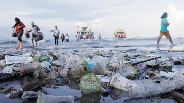 Jakarta administration bans single-use plastic bags hinh anh 1