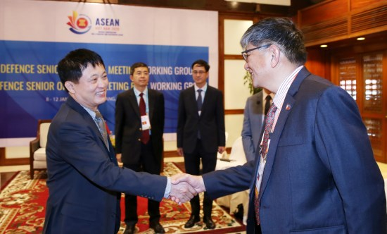 Defence official meets ASEAN delegates in Da Nang hinh anh 1