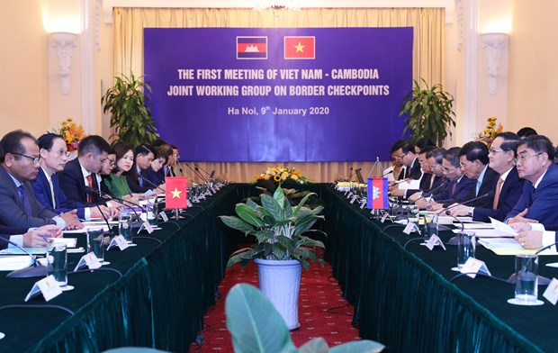 Joint working group on Vietnam-Cambodia border gates meets hinh anh 1