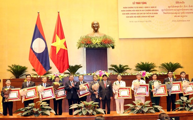 Laos honours Vietnam's National Assembly organisations, individuals hinh anh 1