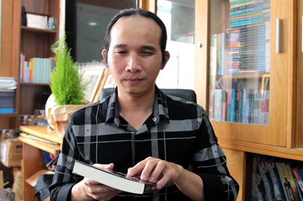 Blind musician releases inspirational book hinh anh 1
