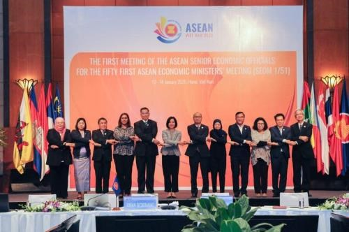 ASEAN senior economic officials meet in Hanoi hinh anh 1