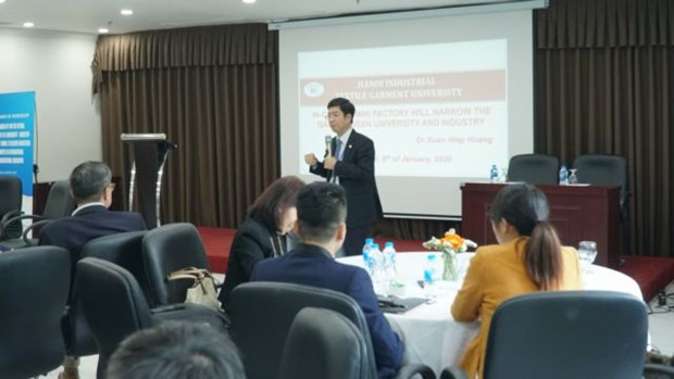 Student connections to boost economic growth hinh anh 1