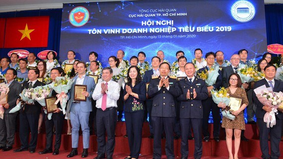 HCM City: top 200 contributors to local budget honoured hinh anh 1