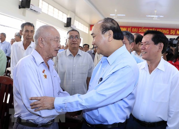 Prime Minister presents Tet gifts to needy people in Tra Vinh hinh anh 1