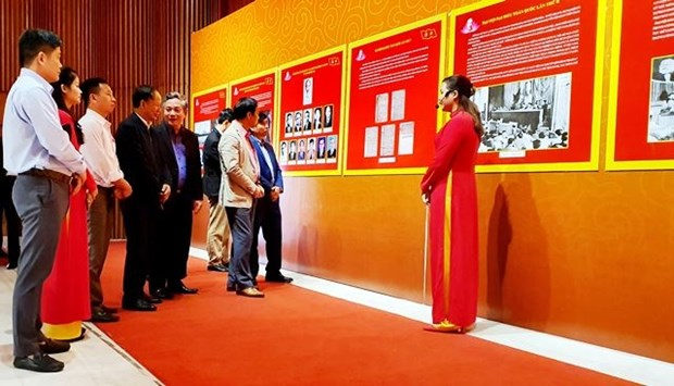 Quang Ninh's photo exhibition features development of CPV hinh anh 1