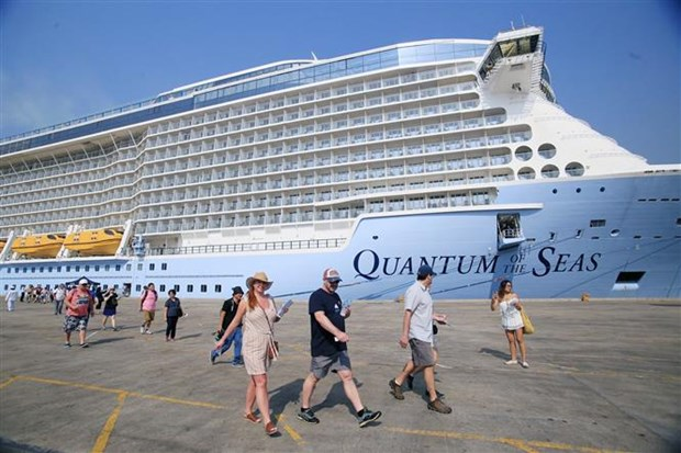 World's most modern cruise ship arrives in HCM City hinh anh 1