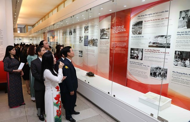 Hanoi exhibition on 90 years of Communist Party of Vietnam hinh anh 1
