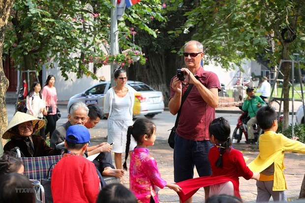 Hanoi falls behind many regional cities on foreign tourist attraction hinh anh 1