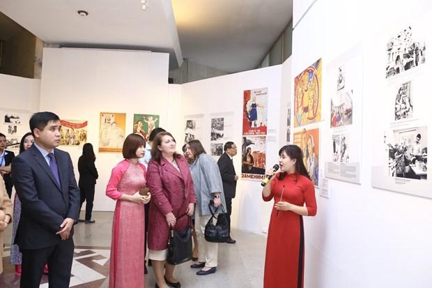 Hanoi exhibition spotlights Soviet Union's women hinh anh 1