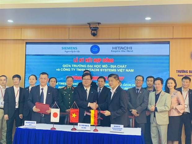 University, Hitachi Systems Vietnam ink deal for smart lab hinh anh 1