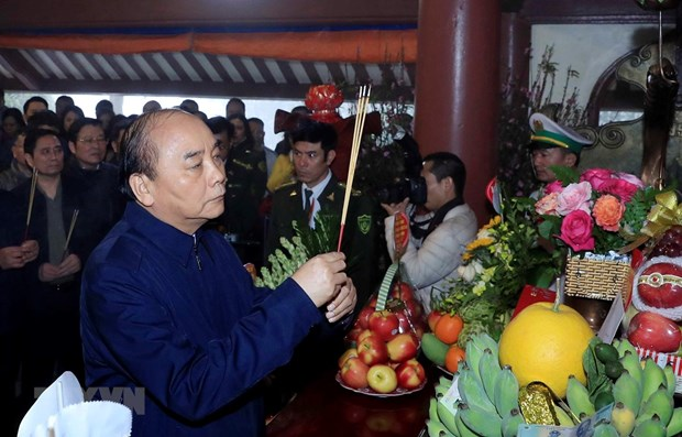 PM offers incense in memory of President Ho Chi Minh hinh anh 1