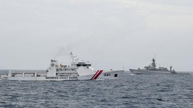 Indonesia plans to buy bigger ships for coast guard hinh anh 1