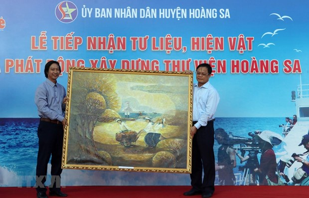 Da Nang gets documents on Vietnam's sovereignty over Hoang Sa hinh anh 1