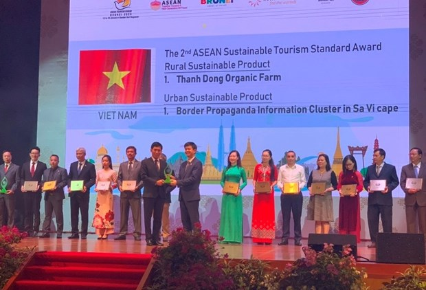 Vietnam bags more tourism awards at ASEAN Tourism Forum hinh anh 1