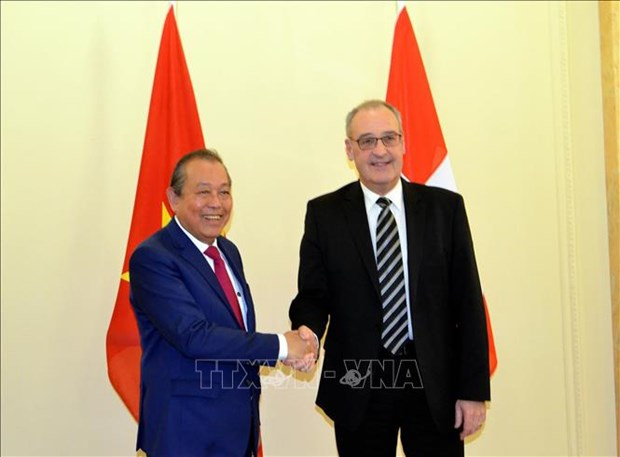 Deputy PM holds talks with Swiss Vice President hinh anh 1