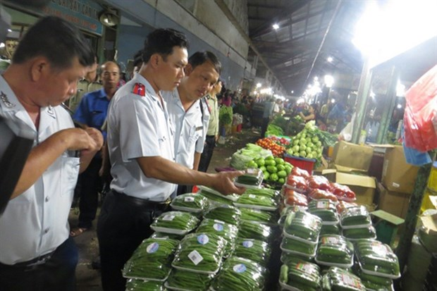 HCM City steps up food inspection to ensure safe Tet hinh anh 1