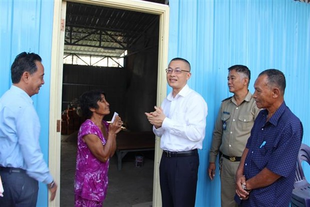 Vietnamese-Cambodians receive new houses after blaze last year hinh anh 1