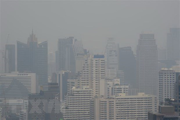 Nearly 450 schools in Thailand's capital city shut due to air pollution hinh anh 1