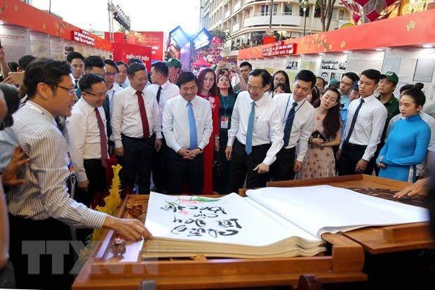 Book street festival opens in HCM City hinh anh 1
