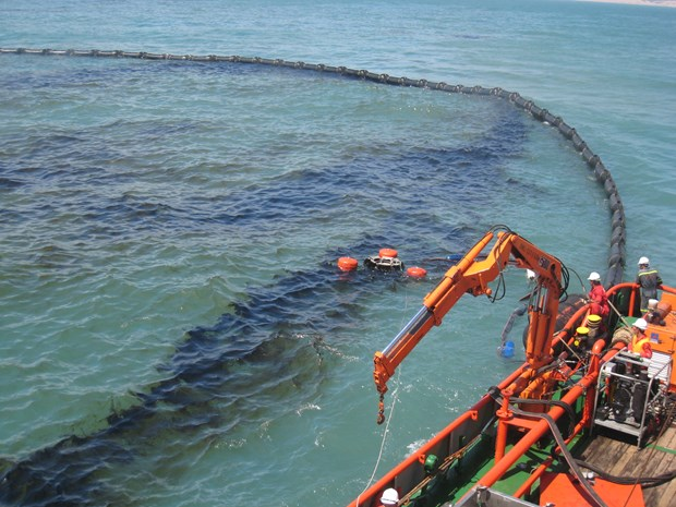 National plan to respond to oil spills approved hinh anh 1